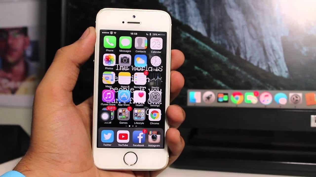 Cara-reset-iPhone-dan-masuk-ke-mode-pemulihan-adalah-sambungkan-ke-PC-atau-laptop-sambil-menekan-tombol-utama